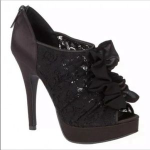 Khardashian kollections sz 8.5 black lace shoes